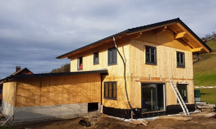 Holzhaus in Leichtbauweise aus CLT-Platten