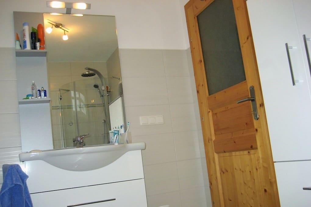 Badezimmer günstig ausgebaut