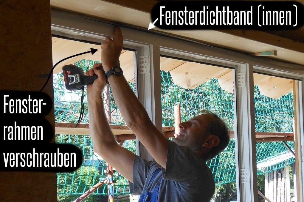 Fenstermontage im Holzhaus