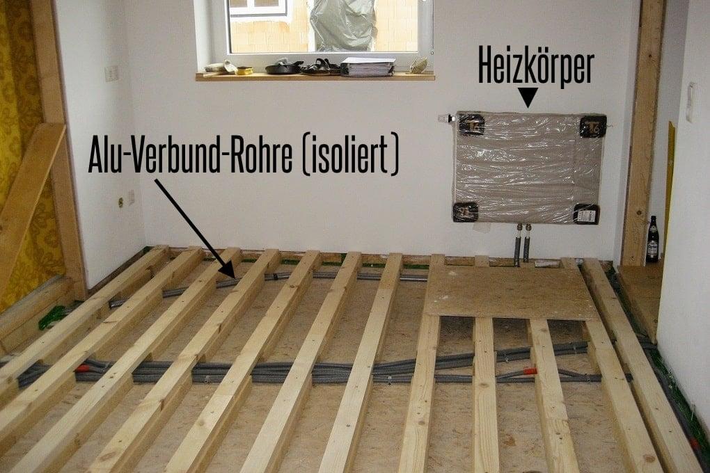 Heizungsrohre im Holzhaus