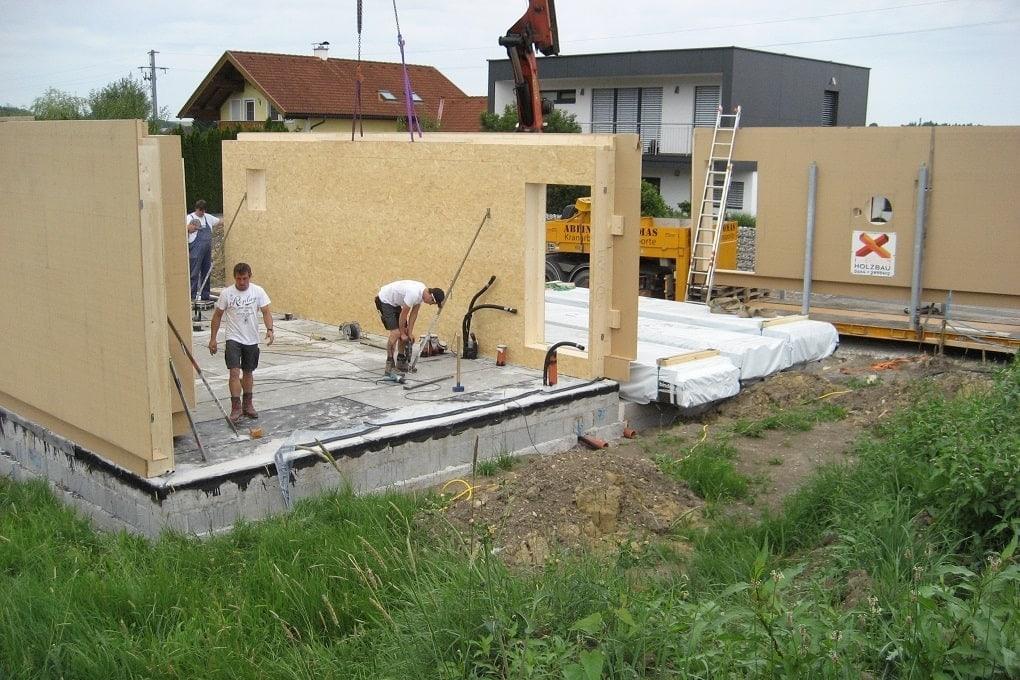 Holzhauswände montieren