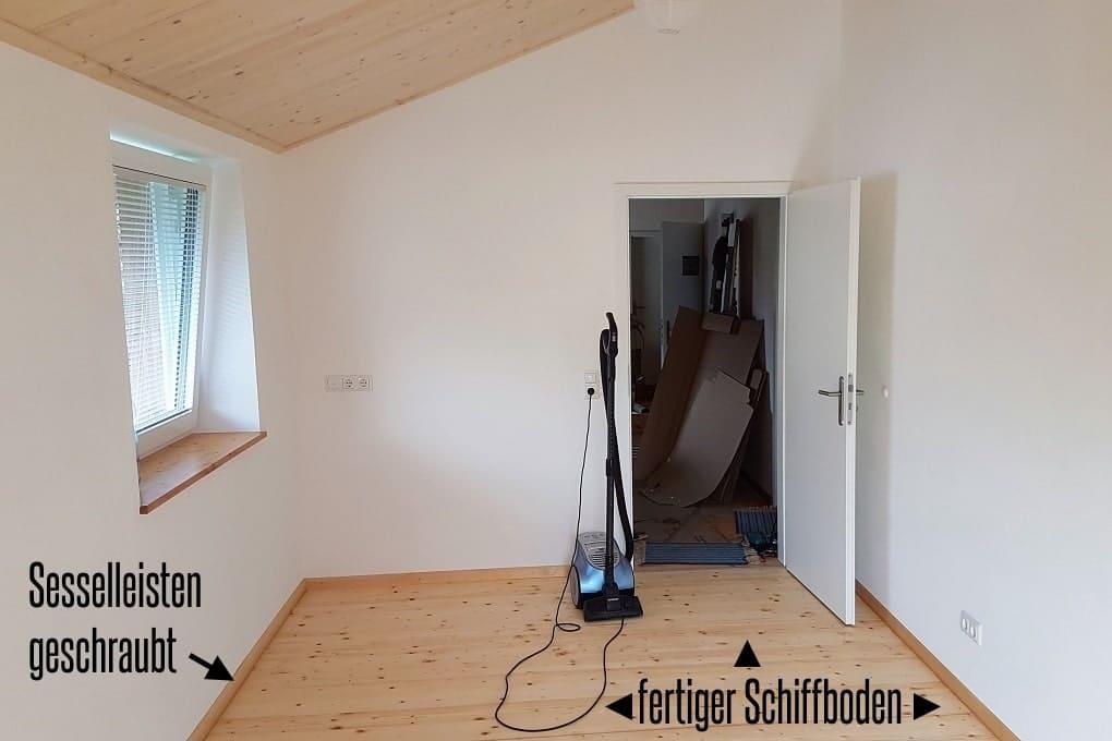 fertiger Schiffboden aus Fichtenholz im Holzhaus