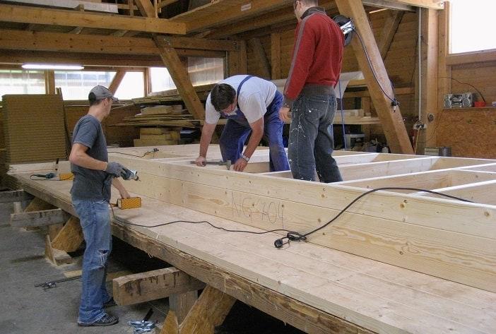 Günstig Haus bauen durch Eigenleistung am Holzrahmenhaus