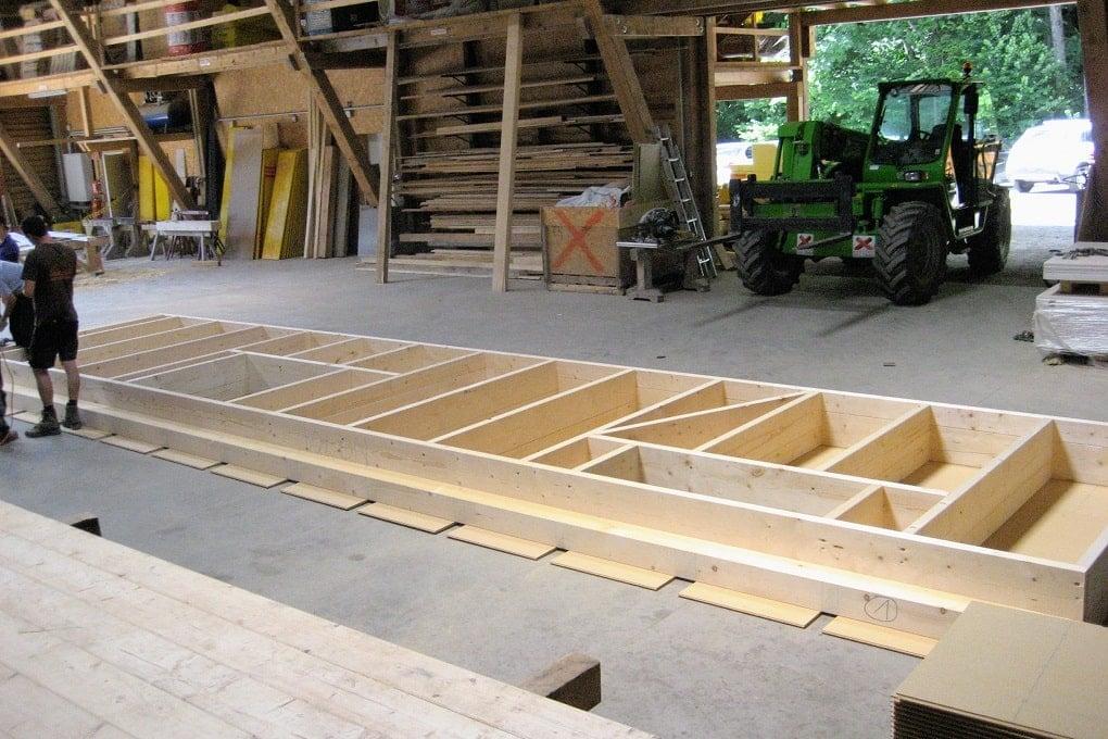 Vorfertigung einer Wand in Holzrahmenbauweise
