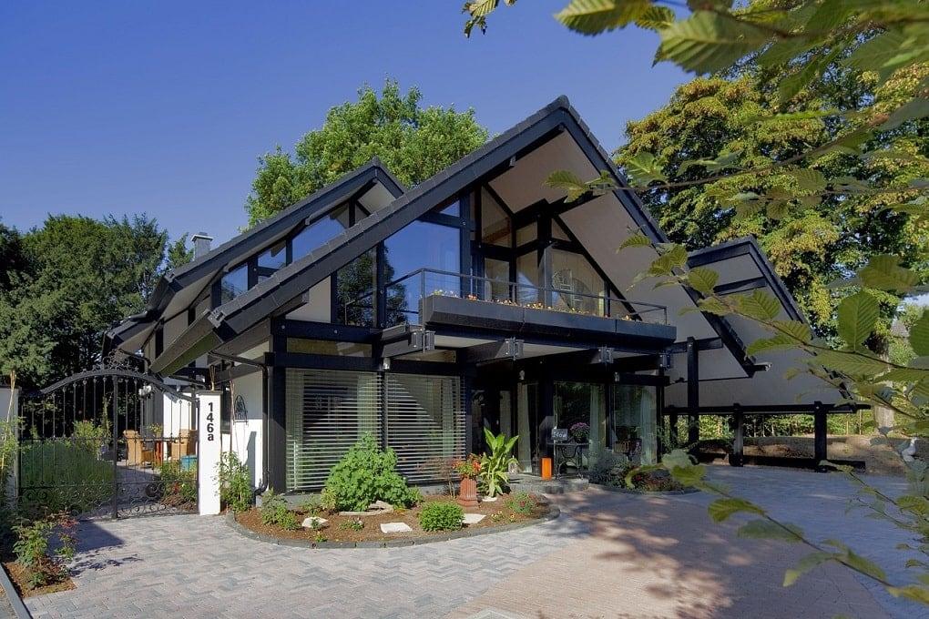 Modernes Holzhaus in Skelettbauweise