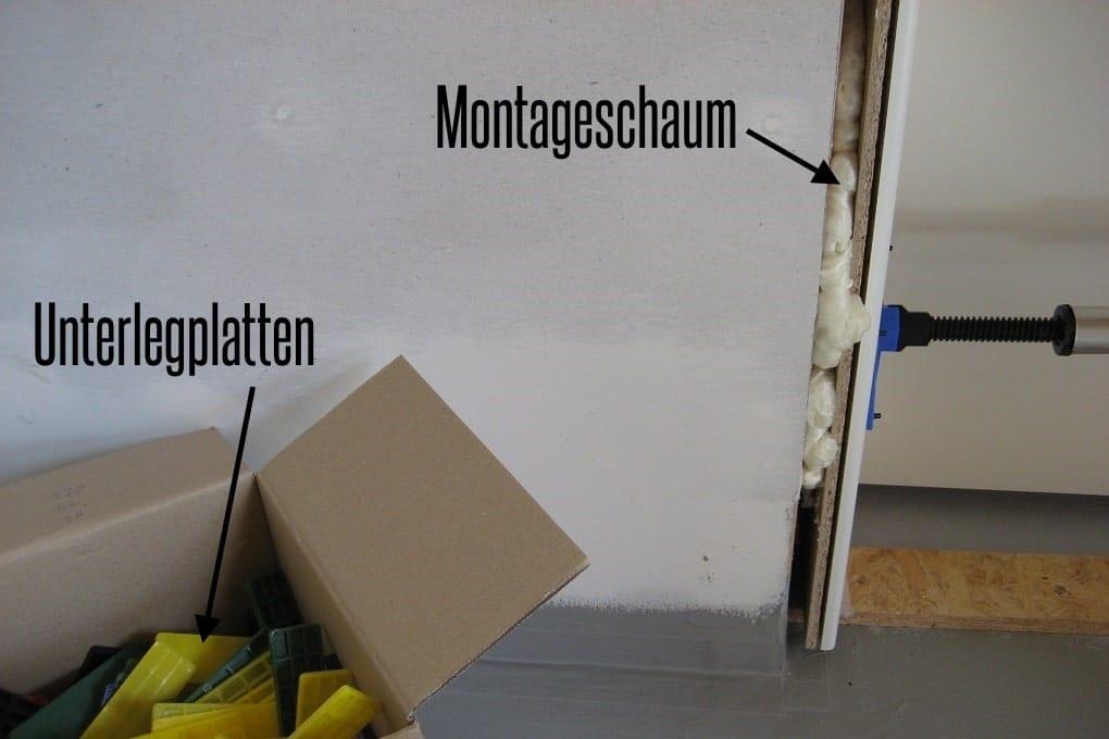 Montageschaum hinter Türzarge