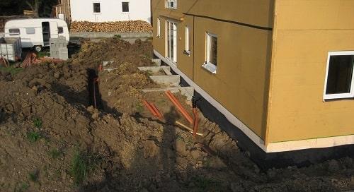 Schmutzwasser-und-Regenwasser-ableiten-Baugrube-verfuellen